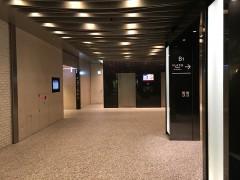 ビル左奥にあるエレベーターで7階へ